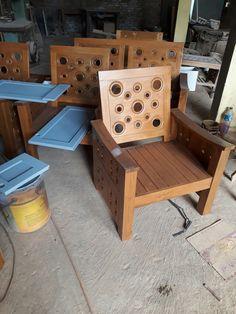 Kursi tamu minimalis donut Kursi tamu minimalis donut ini adalaha kursi tamu yang paling laris di jepara. Selain desainnya yang unik kursi ini juga memiliki kontruksi barang yang kokoh (tidak mudah patah). Kualitas kayu yang saya uploud ini adalah kualitas kayu tpk A. Kualitas kayu ini adalah kualitas terbaik dan teraman untuk pembuatan meubel.