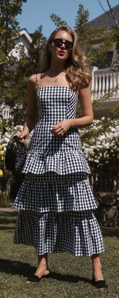 Black and white gingham checkered spaghetti strap tiered ruffle maxi dress Bbq Outfits, Casual Summer Outfits, Classic Outfits, Outfit Summer, Prom Dress Shopping, Online Dress Shopping, Nyc Fashion, Look Fashion, Fashion Jewelry