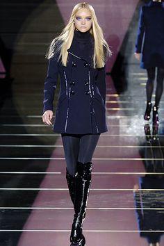 Versace Fall 2006 Ready-to-Wear Fashion Show - Hilary Rhoda
