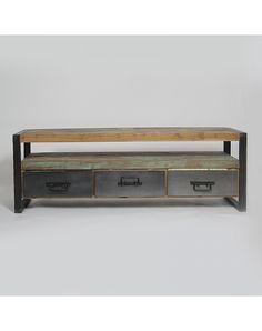 Craqueze pour le style Loft Industriel de ce meube de TV en manguier et métal noir. Grâce à ses finitions en métal brut et son plateau en bois recycl,é vous apporterez à votre intérieur une touche authentique deloftnewyorkais. Composé de trois tiroirs et d'une niche, vous pourrez organiser à votre convenance le rangement de votre matériel multimédia. Ce meuble de télévision en manguier donnera du caractère et de l'originalité à votre pièce. Venez jeter un oeil à notre gamme Industryqui…