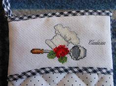 MdC 17-4-2013_Guanto da forno con rosa,mestolo e cappello_2 - della categoria Punto Croce dall'album di Claudia.iaia.