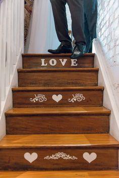 Todas as informações para ajudar os noivos na organização do seu casamento: vestidos de noiva, notícias sobre os casamentos dos famosos e dicas s