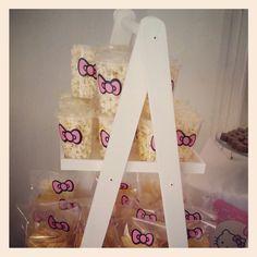 Candy Station. Candy bar. mesa de postres. mesa de dulces. escalera. stair. popcorn. palomitas. Hello Kitty