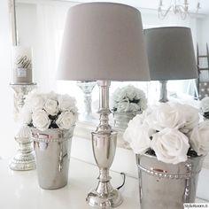 lamppu,hopea,tekokukka,pöytävalaisin,olohuone