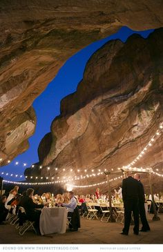 I have seen some great locations for weddings, but I can't think of a more magical setting to tie the knot, than this romantic cave that David and Emily chose for their big day. The happy couple got married in August last year at the Willowbrook Amphitheater close to Denver, in the US.