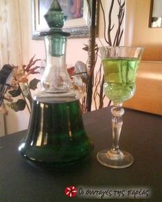 Smoothie Drinks, Smoothies, Cookbook Recipes, Cooking Recipes, Wine Decanter, Decorative Bells, Liquor, Barware, Recipies