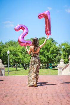 Pink foil balloons from Party City. Perfect for a birthday shoot! Birthday Goals, Happy 40th Birthday, Girl Birthday, Balloons Photography, Birthday Photography, My Birthday Pictures, Balloon Pictures, Birthday Balloons, Photo Tips