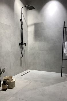 Bathroom decor, Bathroom decoration, Bathroom DIY and Crafts, Bathroom Interior design Grey Bathrooms Designs, Shower Tile Designs, Modern Bathroom Design, Bathroom Interior Design, Light Grey Bathrooms, Master Bathrooms, Beautiful Bathrooms, Steam Showers Bathroom, Bathroom Spa