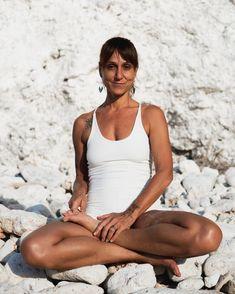 Yin Yoga online teacher training programme Septemeber 2020 — Artsymove Basic Yoga, Online Yoga, Yin Yoga, Training Programs, Workshop, Teacher, Workout Programs, Atelier, Professor