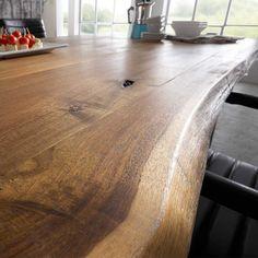esstisch-escoba-aus-akazie-massivholz-mit-baumkante_03.JPG