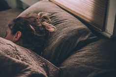 I cannot emphasize enough how important it is to get several hours of uninterrupted sleep each night for optimal wellbeing. Want to get better sleep? Here are 5 tips for better sleep Chronischer Stress, Stress And Anxiety, Meditation Before Bed, Sleep Pictures, Lose 15 Pounds, Bedtime Routine, Weighted Blanket, Sleep Deprivation, Health And Wellness