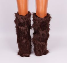 Космати гети / калци до коляното. Прекрасен моден аксесоар за студените зимни дни. Може да се носят както на обувки, такa и на ботуши. Вътрешната страна е с хастар