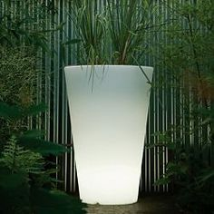 Serralunga Liscio Illuminated outdoor planter, lighted planter - Homeinfatuation.com