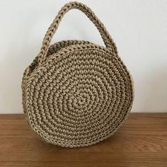 Pattern and Tutorial ~ DIY Tutorial Ideas! Crochet Tote, Crochet Handbags, Crochet Purses, Purse Patterns Free, Bag Pattern Free, Crochet Patterns, Crochet Circles, Crochet Round, Round Bag