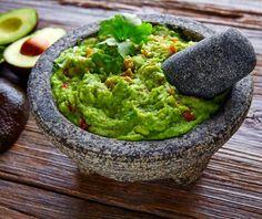 Γουακαμόλε αυθεντική συνταγή από την Αργυρώ Μπαρμπαρίγου! Combos Snacks, Healthy Fats, Healthy Recipes, Sugar Free Snacks, How To Make Guacamole, Roasted Almonds, Fun Cooking, Kraut, Food Presentation