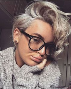 New hair short blonde curly pixie cuts Ideas Curly Pixie Haircuts, Short Curly Pixie, Pixie Bob, Style Short Hair Pixie, Pixie For Curly Hair, Summer Short Hair, Short Girl Hairstyles, Short Haircuts Women, Edgy Pixie Hairstyles
