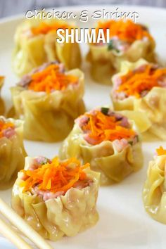 Chicken and Shrimp Shumai – El Mundo Eats A healthier version of shumai. Homemade steam chicken and shrimp shumai with its dipping sauce. Now you can easily prepare them in your own kitchen, for your loved ones. Chicken Sushi, Steamed Chicken, Chicken And Shrimp, Steamed Food, Steamed Buns, Shrimp Shumai Recipe, Shu Mai Recipe, Easy Asian Recipes, Japanese Recipes