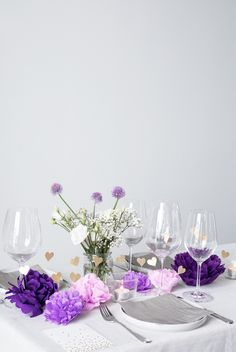 DIY wedding party decor by Søstrene Grene. Make a beautiful DIY table setting with homemade paper flowers and golden hearts