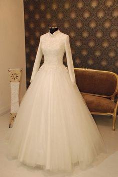 Modest 2018 Wedding Dresses Long Sleeve High Collar Lace Tulle Wedding Gown Dubai Saudi Arabia Style
