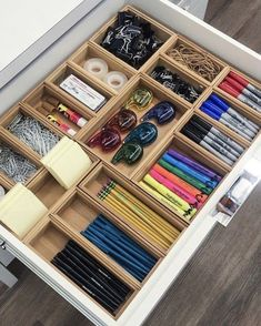 Legende 45 Awesome Home Office Organization Ideas And DIY Office Storage Storage And Organization storage and home organization Desk Drawer Organisation, Stationary Organization, Home Office Organization, Organizing Your Home, Drawer Dividers, Storage Organization, Diy Storage, Organizing Ideas, Bathroom Storage