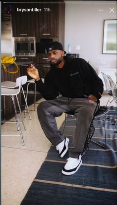 Dope Outfits For Guys, Swag Outfits Men, Black Men Street Fashion, Best Mens Fashion, Cute Black Guys, Black Boys, Fine Black Men, Bryson Tiller, Friend Outfits