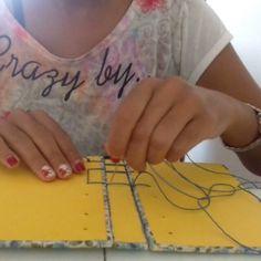 Fazendo belga secreta...  #encadernaçãomanualartística #papelaria #minicadernos #cadernosartesanais #feitoàmão #produtosartesanais  #costurabelgasecreta  #stationery #bookbinding #handbook #handbooks #handmade #notebooks #sketbooks #secretbelgianbinding #crafts