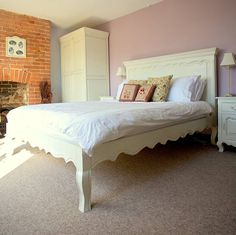 Amiens Distressed Kingsize Bed