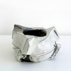 Shozo Michikawa -- a vessel that looks like a drawing.