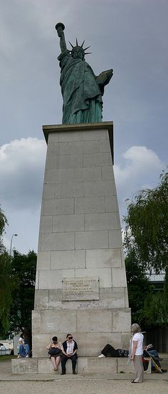 Paris . Statue of Liberty