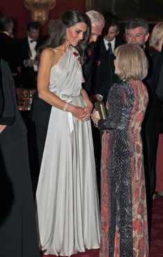 The Duchess strikes again! Kate Middleton in Jenny Packham. love anything one shouldered Kate Middleton Outfits, Moda Kate Middleton, Looks Kate Middleton, Estilo Kate Middleton, Princesse Kate Middleton, Kate Middleton Photos, The Duchess, Duchess Of Cambridge, Princess Kate