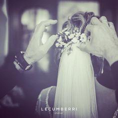 L E C U M B E R R I atelier Velo en tul de seda y corona de flores de cerámica  #lecumberriatelier #lecumberrinovias #bodas2016 #bodas #vestidodenovia #weddingdress #boda #atelier #ateliers