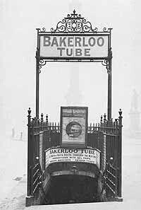Trafalgar Square. Entrada Metro en 1906. Londres