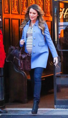 Blake Lively Photos - Pregnant actress Blake Lively is seen leaving her hotel in New York City, New York on December The mom to be is expecting her first child with husband Ryan Reynolds. - Blake Lively Steps Out in NYC Stylish Maternity, Maternity Wear, Maternity Fashion, Maternity Dresses, Maternity Style, Pregnancy Looks, Pregnancy Outfits, Pregnancy Style, Pregnancy Hair