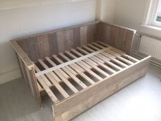 Bed bench of scaffolding wood, extendable to 2 persons KSK Scaffolding wood Diy Pallet Furniture, Bedroom Furniture, Home Furniture, Furniture Design, Bedroom Decor, Bed Design, House Design, Diy Sofa, Space Saving Furniture