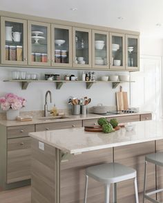 Ever wonder how Martha would transform a room? We did, so we documented her kitchen makeover at her home in Bedford, New York.