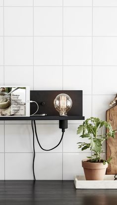Mounted wall lamp with shelf function