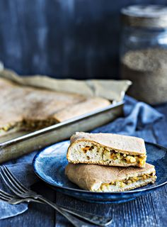 "Kasvispiirakka ""vihis"" | K-Ruoka Vegan Pie, Vegan Foods, Vegan Picnic, Pastries, Quiche, Tart, Sandwiches, Pizza, Bread"