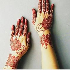 Mehndi is an art where an artist applies various henna tattoos on a girl's hands feet and other body parts. Mehndi Designs for bridals are amazing body art. Henna Designs Arm, Modern Henna Designs, Indian Henna Designs, Dulhan Mehndi Designs, Latest Mehndi Designs, Bridal Mehndi Designs, Simple Mehndi Designs, Henna Tattoo Designs, Mehandi Designs