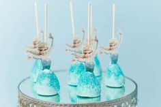 Frozen Wonderland Birthday Party - Birthday Party Ideas for Kids and Adults Frozen Cake Pops, Frozen Theme Cake, Frozen Birthday Cake, Disney Birthday, Frozen Party Food, Disney Frozen Party, Birthday Party Decorations Diy, Birthday Parties, 4th Birthday
