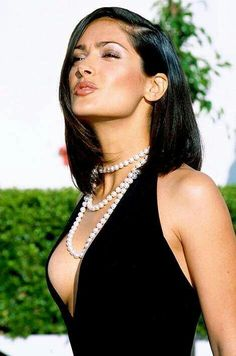 Salma Hayek shes such a cute and gorgeous women Beautiful Celebrities, Beautiful Actresses, Most Beautiful Women, Salma Hayek Body, Salma Hayek Pictures, Selma Hayek, Actrices Sexy, Woman Crush, Hollywood Actresses