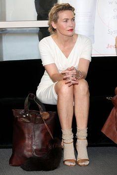 Lidia Popiel nosi skarpetki do odkrytych butów - podoba Wam się? - Życie gwiazd