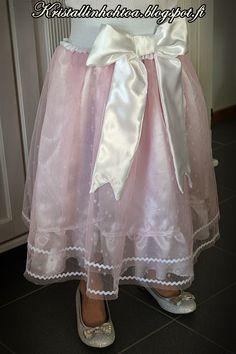 Tyllihameen teko-ohje Girls Dresses, Flower Girl Dresses, Wedding Dresses, Blog, Diy, Fashion, Do It Yourself, Moda, Dresses For Girls
