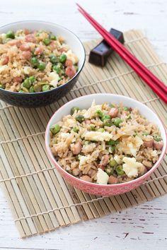 Riso alla cantonese: scopri la nostra versione del famoso piatto di origine cinese molto famoso nel nostro paese.  [Cantonese rice] Rice Recipes, Asian Recipes, Cooking Recipes, Healthy Recipes, Ethnic Recipes, Japanese Recipes, Oriental Food, Oriental Style, Healthy Rice
