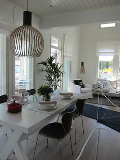 Secto design -valaisimia & pöytä