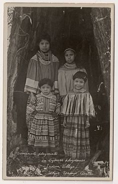 Seminole Children circa 1920 by Yenshee Baby, via Flickr. Pinned by indus® in honor of the indigenous people of North America who have influenced our indigenous medicine and spirituality by virtue of their being a member of a tribe from the Western Region through the Plains including the beginning of time until tomorrow.