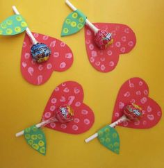Beautiful souvenir with lollipop, Kids Crafts, Valentine Crafts For Kids, Mothers Day Crafts, Valentines Diy, Holiday Crafts, Diy And Crafts, Paper Crafts, Diy Paper, Craft Gifts