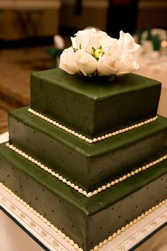 ♡ Green #winter #wedding #Cake ... For wedding ideas, plus how to organise an entire wedding, within any budget ... https://itunes.apple.com/us/app/the-gold-wedding-planner/id498112599?ls=1=8 ♥ THE GOLD WEDDING PLANNER iPhone App ♥  For more wedding inspiration http://pinterest.com/groomsandbrides/boards/ photo pinned with love & light, to help you plan your wedding easily ♡
