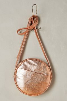 Diapositive: 1: Delphine Crossbody