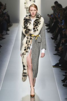 The complete Ermanno Scervino Fall 2018 Ready-to-Wear fashion show now on Vogue Runway. Fall Fashion Trends, Fur Fashion, Look Fashion, Couture Fashion, Latest Fashion Trends, High Fashion, Fashion Outfits, Fashion Design, Sporty Fashion