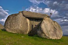 15 fotos incríveis que lhe vão dar vontade de visitar Portugal: Casa do Penedo, Fafe - Guimaraes, Portugal